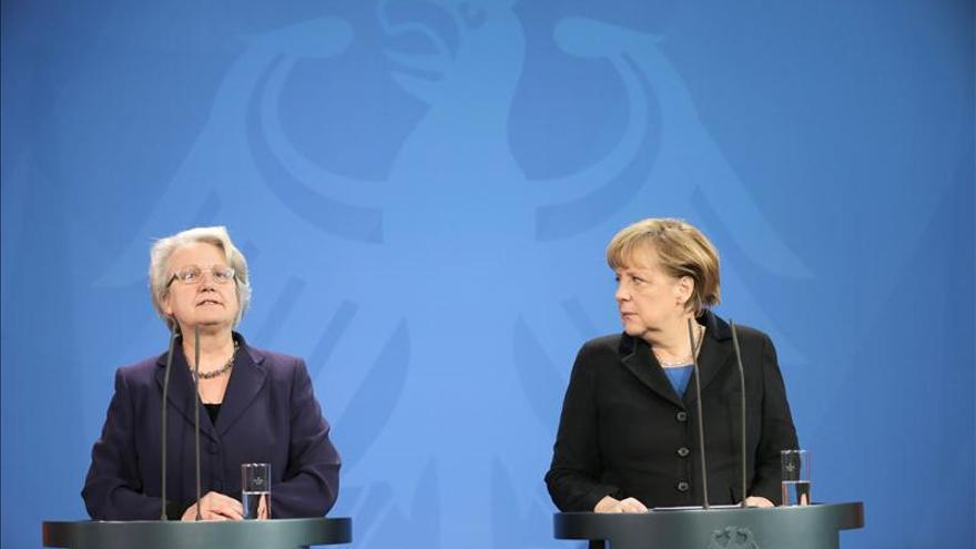 Merkel acepta la dimisión de su ministra por el escándalo del plagio