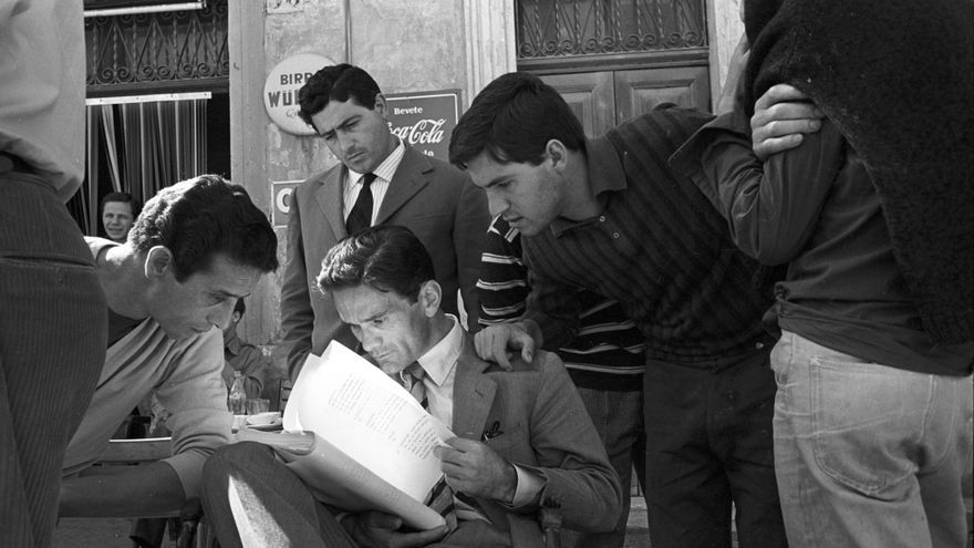 Pier Paolo Pasolini en el rodatge d'Accattone, 1961, en Roma. (Foto: Reporters Associati)