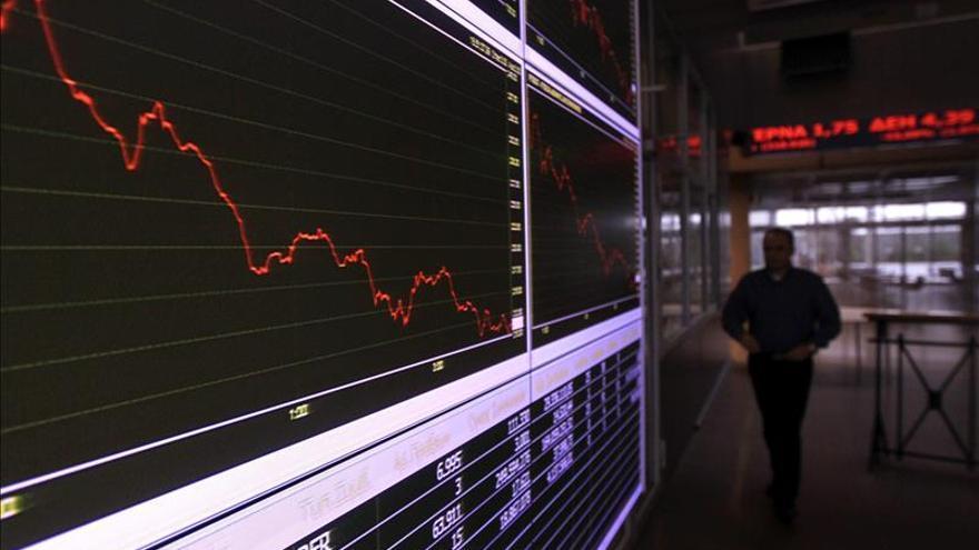 La Bolsa de Atenas se desploma tras el anuncio del BCE de no aceptar los bonos