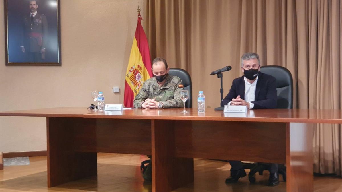 El presidente del Instituto Provincial de Bienestar Social (IPBS) de la Diputación de Córdoba, Francisco Ángel Sánchez (dcha.), en la clausura del taller contra las adicciones.