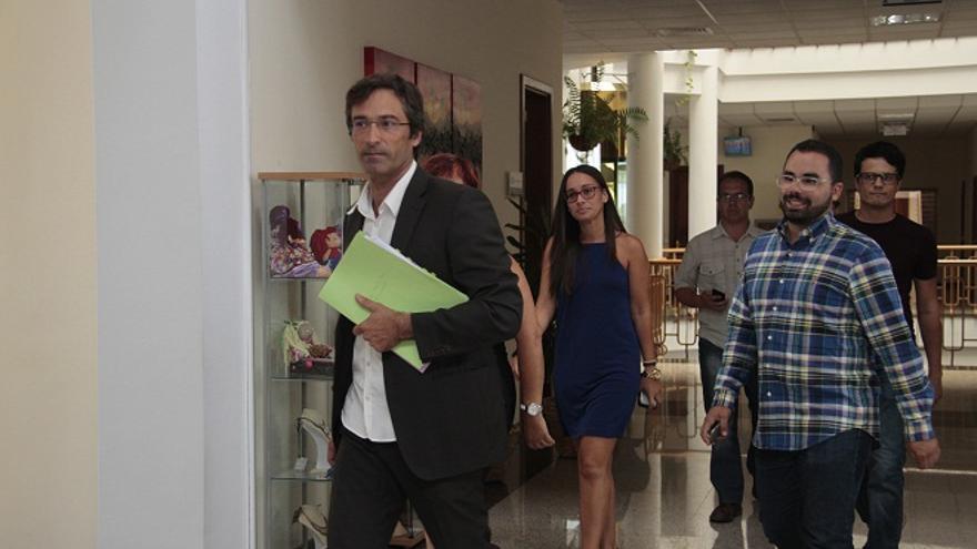 El presidente Pedro San Ginés, entrando a la rueda de prensa. (Foto: Felipe de la Cruz).