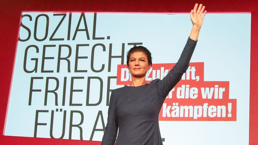 GERMANY ELECTIONS 2017:Berlin (Germany), 24/09/2017.- Sahra Wagenknecht, The Left (Die Linke) party parliamentary group co-leader and co-top candidate for the general elections, reacts to the first prognosis of German federal election at the Left election event in Berlin, Germany, 24 September 2017. According to federal election commissioner more than 61 million people were eligible to vote in the elections for a new federal parliament, the Bundestag, in Germany. (Elecciones, Alemania)
