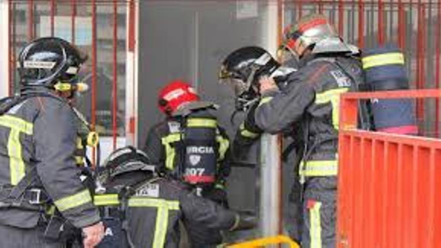 Bomberos acuden a un incendio en Murcia