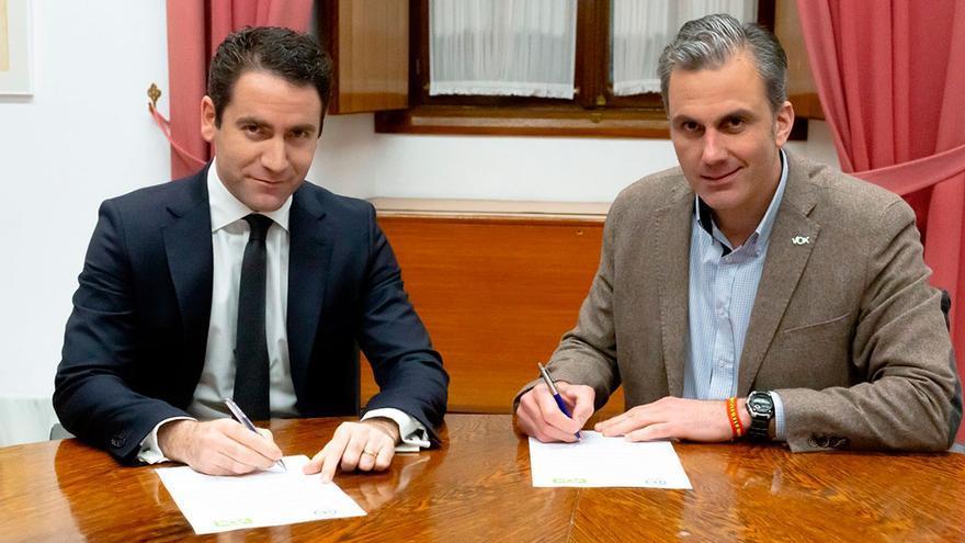 Los secretarios generales del PP y Vox, Teodoro García Egea y Javier Ortega Smith.