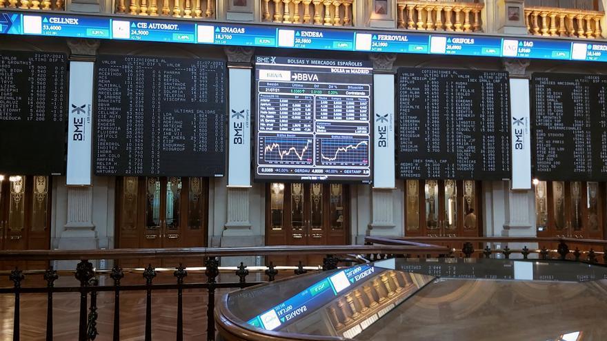 La Bolsa logra la segunda mayor alza del año (2,5 %) y roza los 8.600 puntos