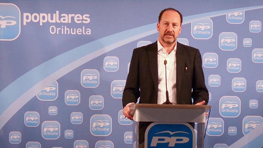 Emilio Bascuñana, alcalde de Orihuela, en un acto del PP.