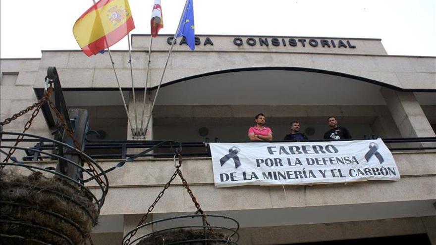 Finalizan los encierros en los ayuntamiento de mineros, que mantienen las protestas
