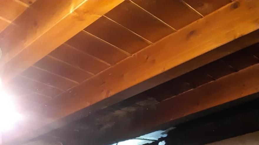 Un incendio en la chimenea de una vivienda de Nestares causa pequeños daños materiales