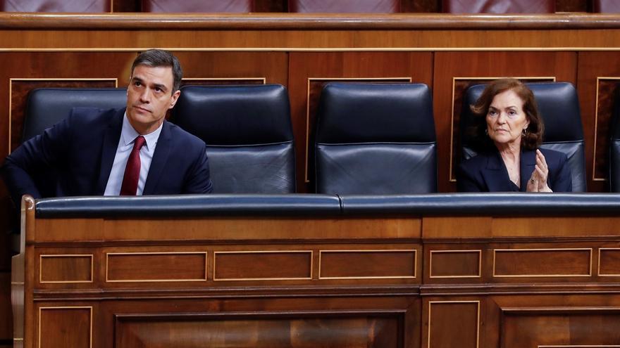 El presidente del Gobierno, Pedro Sánchez y la vicepresidenta primera, Carmen Calvo.