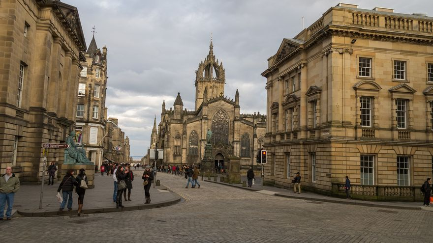 Arranque de Royal Mile en la vieja Edimburgo. Adrian Lasso