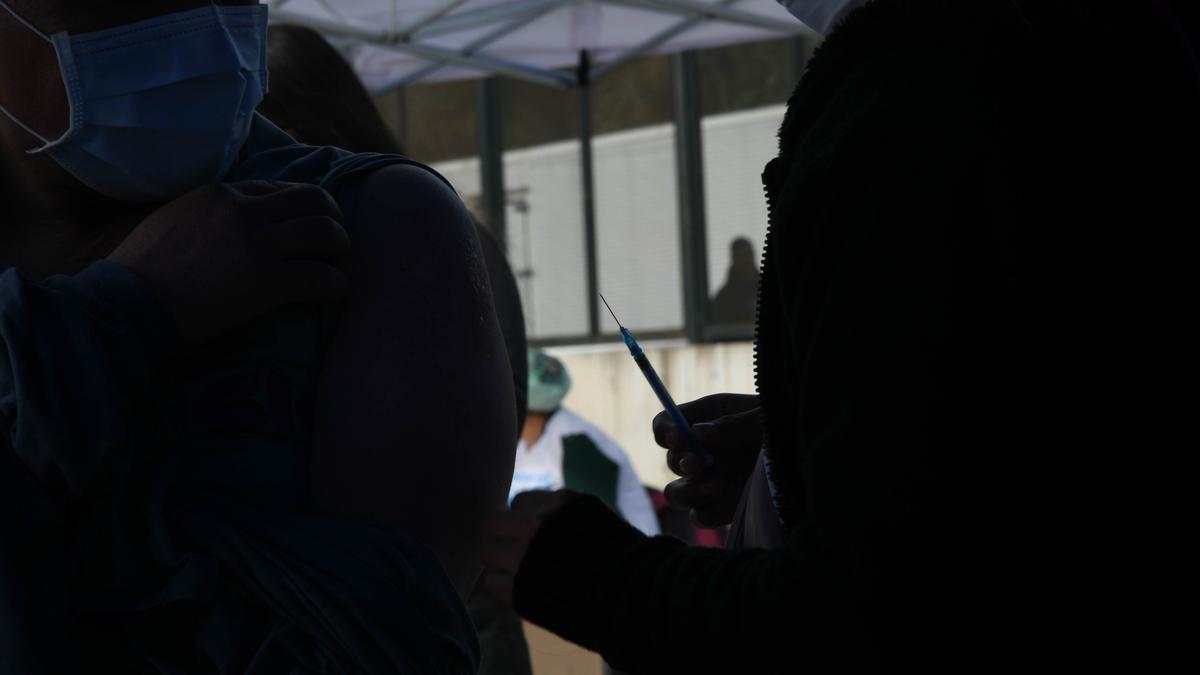 Segunda jornada de vacunación realizada en el Mercado Central, en La Matanza.