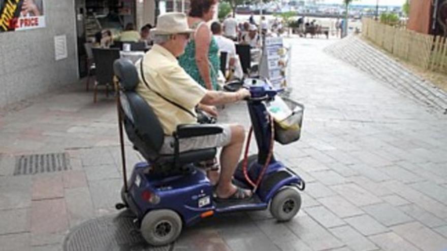 La normativa estatal y local establece que estos vehículos solo pueden circular por zonas peatonales