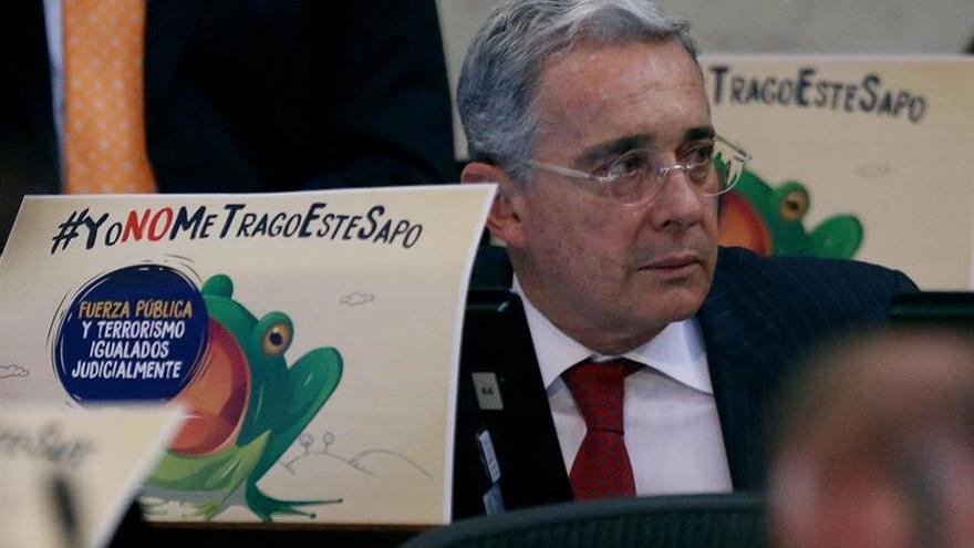 """Uribe cuestiona la """"impunidad"""" de las FARC en el día de la firma de la paz"""