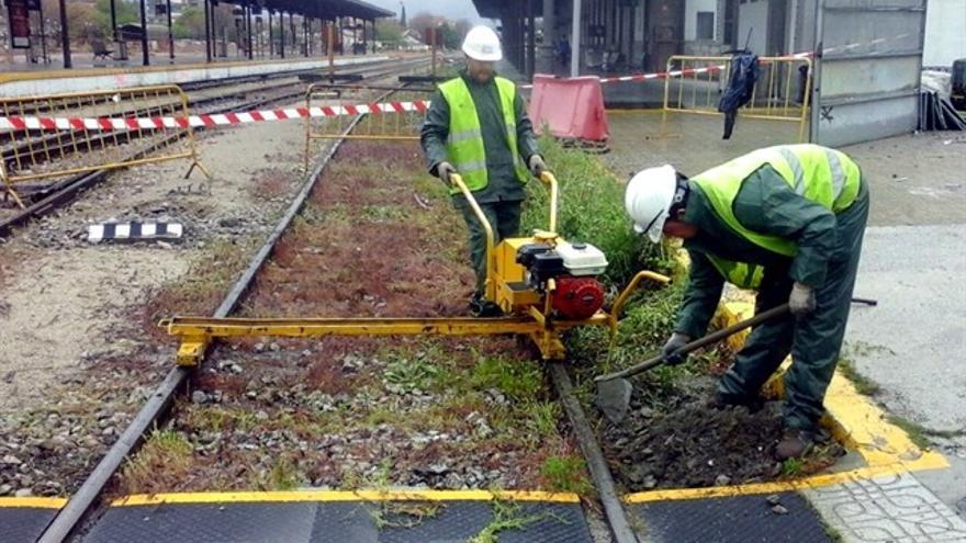Obreros trabajando en la remodelación de la estación de trenes | EP
