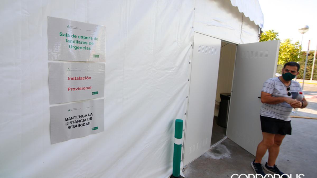 Carpa instalada en Urgencias