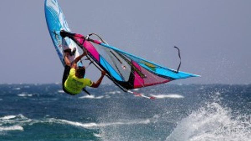 Espectaculares maniobras aéreas en Pozo Izquierdo (ACN Press)