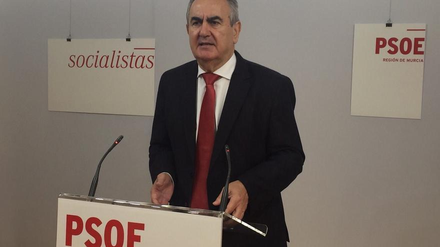 González Tovar en la sede del PSOE murciano