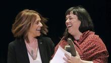 Lolita Bosch recibe el premio Roc Boronat por una novela sobre el acoso escolar