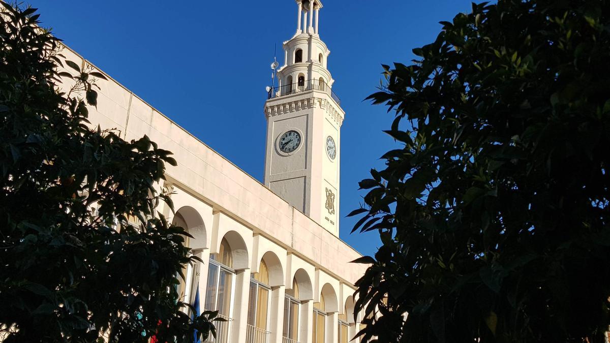 Torre del reloj en la plaza Nueva