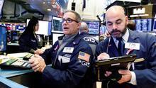 Wall Street abre mixto y Dow baja 0,13% por cautela de inversores ante COVID
