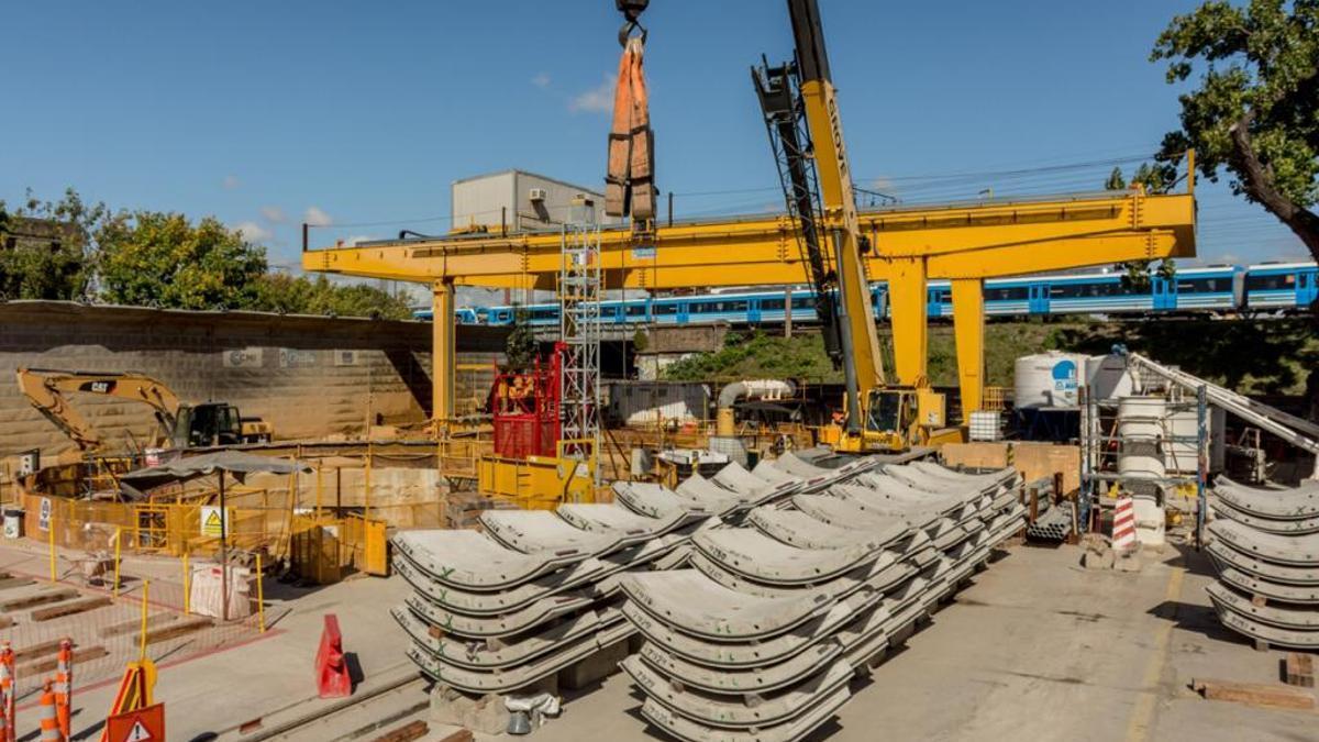 Obras de la Acumar y AySA para evitar que los residuos cloacales terminen en el Riachuelo.