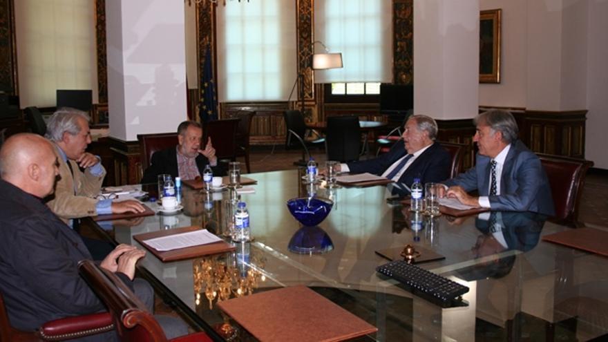 Reunión del Diputado del Común, Jeróniomo Saavedra, y el Defensor del Pueblo, Francisco Fernández Marugán.