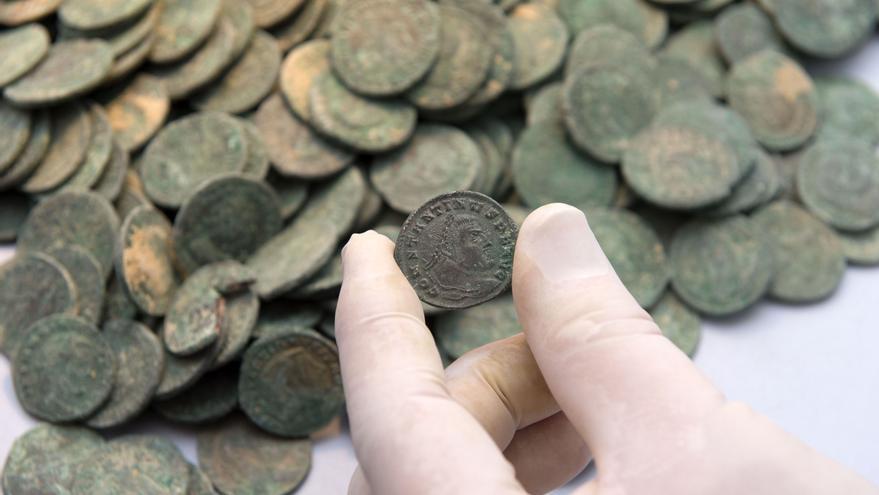 Monedas de bronce romanas encontradas en Tomares.
