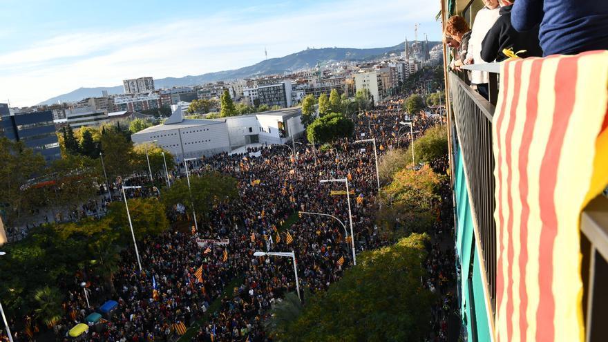La calle Marina llena una hora antes de la manifestación 'Libertad presos políticos. Somos República'