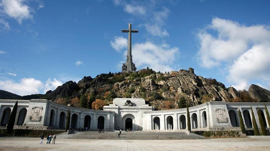 Un juez autoriza la exhumación de víctimas en el  monumento emblemático del franquismo