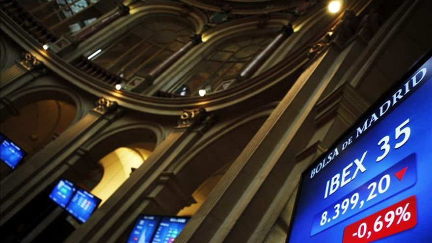 El IBEX 35 cambia de tendencia al mediodía y recupera un 0,10 por ciento