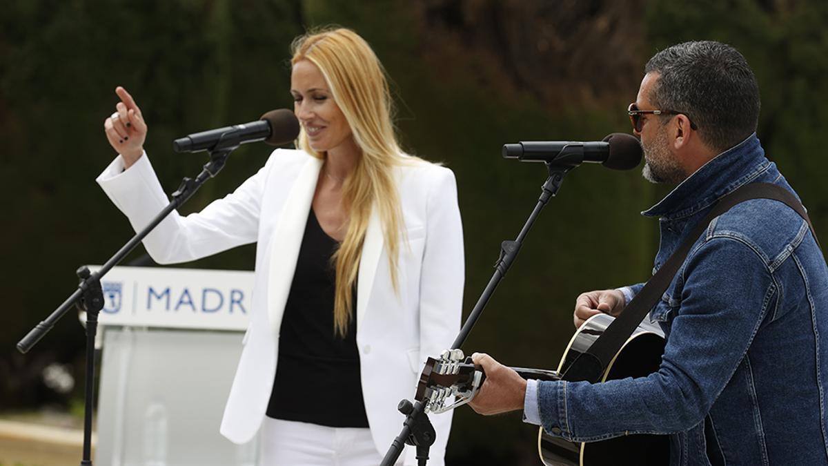 Carolina Cerezuela y Jaime Anglada en su actuación en Replanta Madrid