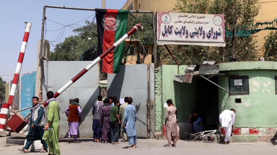 Italia inicia la evacuación de sus ciudadanos y personal de la embajada en Kabul