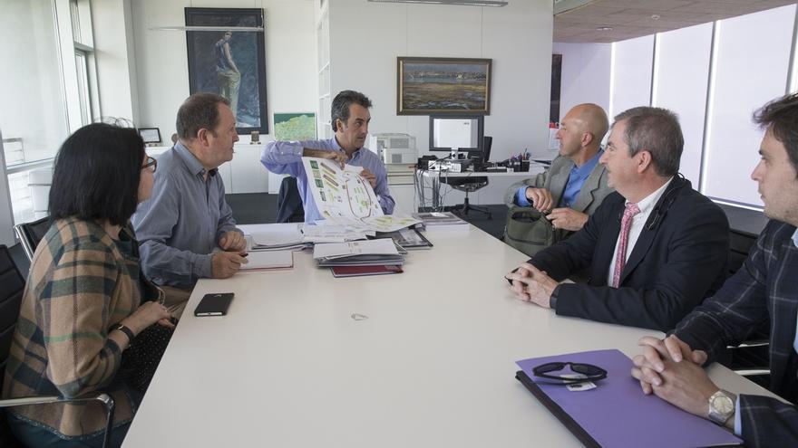 El CIT Valle del Pas plantea a Martín la creación de un centro de empresas de servicios turísticos
