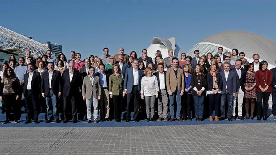 """Rajoy visita Massanassa entre aplausos, """"selfies"""" y gritos de presidente"""