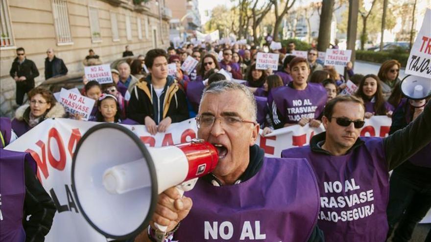 Un millar de personas claman contra el trasvase Tajo-Segura en Guadalajara