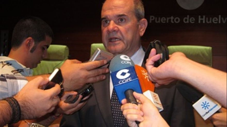 El Vicepresidente De Política Territorial, Manuel Chaves, Ante Los Medios.