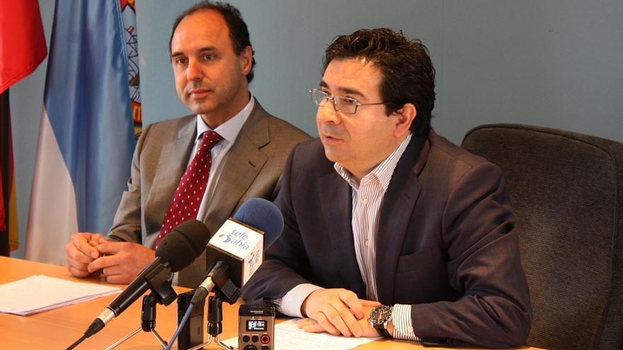 Carlos Cortina, en primer término, recogió el testigo como alcalde de Astillero de Ignacio Diego, actual presidente del PP y de Cantabria.