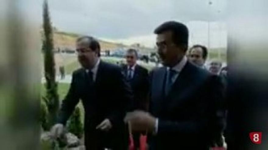 El presidente de la Junta, Juan Vicente Herrera, junto al empresario José Luis Ulibarri, en un vídeo de la televisión autonómica de Castilla y León.