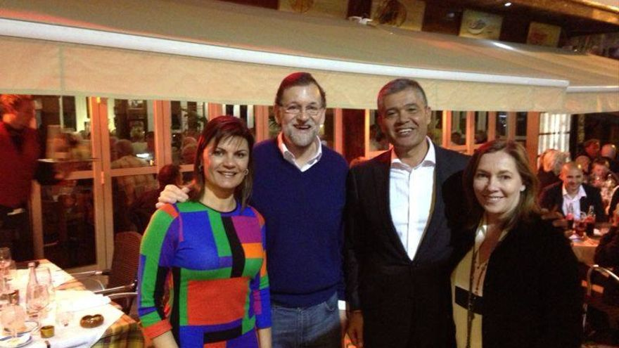 Francisco González, junto a Mariano Rajoy, tras una cena en un restaurante de Puerto Rico.