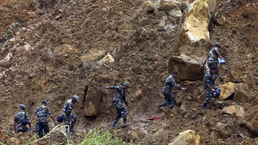 Al menos 24 personas mueren por un corrimiento de tierras en Kirguistán