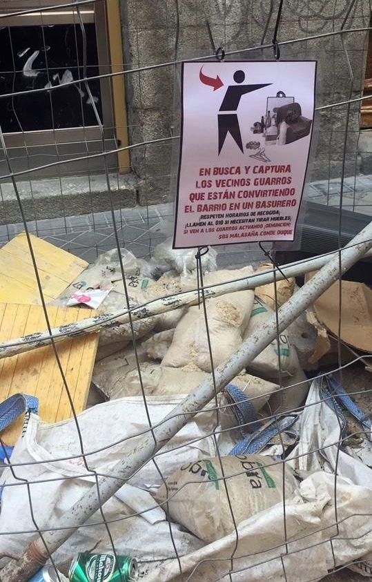 Uno de los carteles colocados en la zona | SOMOS MALASAÑA