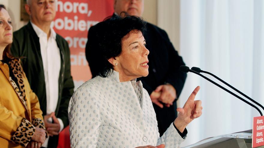 """Celaá aboga por un Gobierno """"fuerte"""" solo del PSOE y advierte de """"los bandazos"""" de la derecha ante las elecciones"""