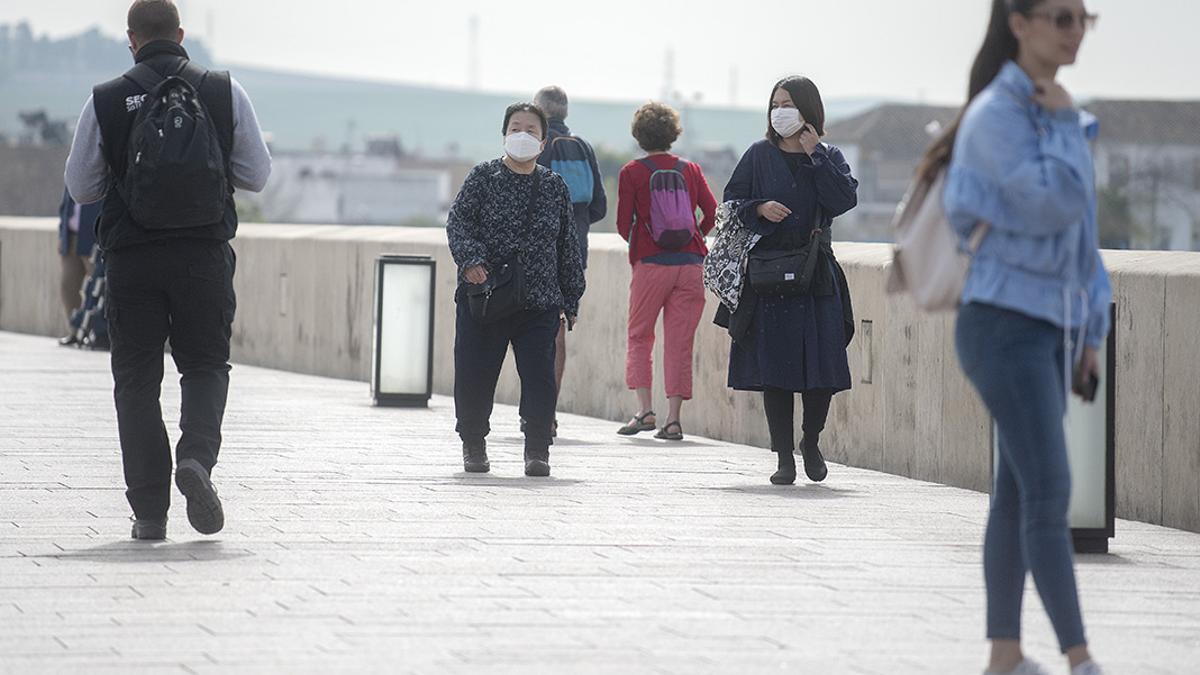 Turistas en el Puente Romano