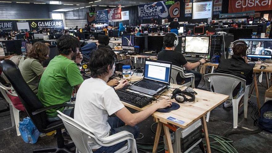 Los jóvenes españoles protegen su privacidad con datos falsos, según estudio
