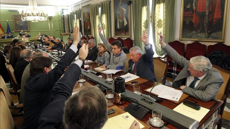 Oviedo aprueba un presupuesto de 207 millones gracias a la abstención de IU