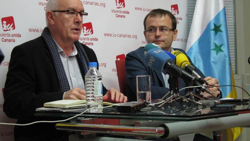"""Cayo Lara (IU) denuncia la """"guerra de banderas"""" entre Estado y Cataluña, que """"esconde"""" los problemas de los trabajadores"""