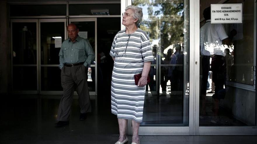 La CE aprueba una ayuda de Estado de 2.720 millones para el banco griego Piraeus