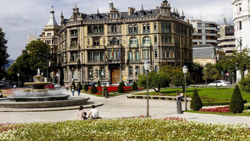 Palacio Chavarri desde la Plaza Moyúa.