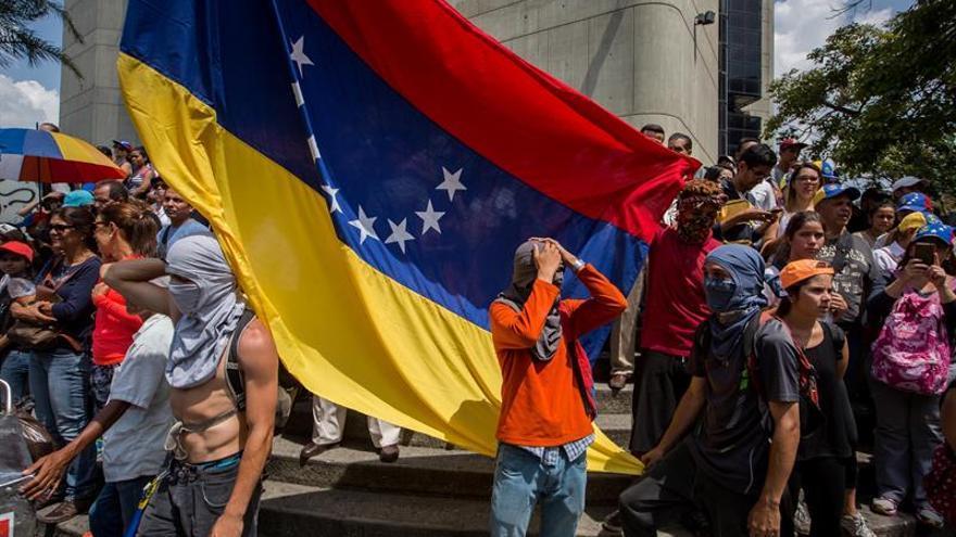 Un muerto en medio de una protesta en el oeste de Venezuela, según un gobernador