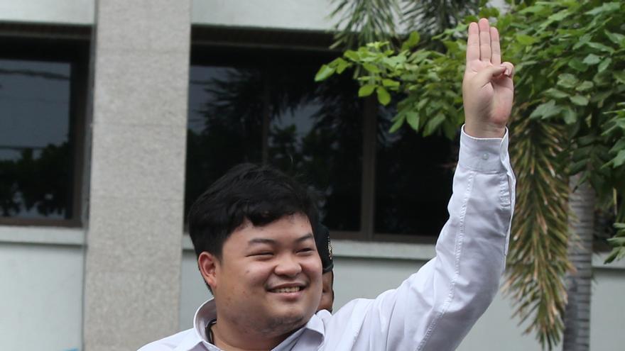 Piden la retirada de cargos contra el líder de las protestas estudiantiles en Tailandia